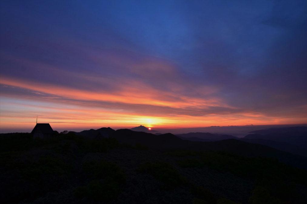 【1泊2日】山頂避難小屋泊りで遺産地域全山と夕日朝日を独り占め!